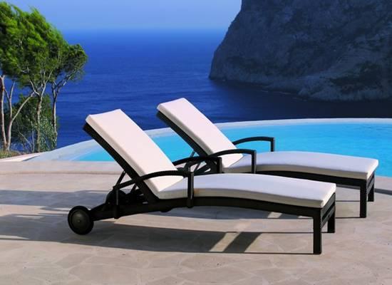 Tuinmeubelen ligstoelen exclusieve ligstoelen luxe ligstoelen sunbed ligstoel bellini - Houten strand zwembad ...
